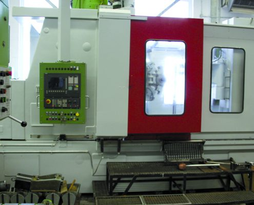 Zahnradfräsmaschine Modul 1500 Außenansicht leer