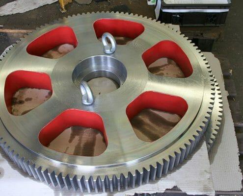 rote Aussparungen 900mm 2 Schrauben in Bohrungen Zahnrad außenverzahnt